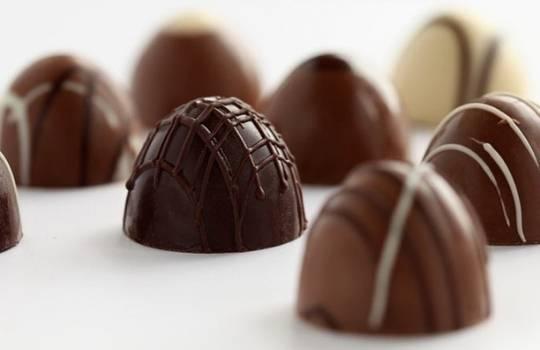научится создавать шоколадные конфеты
